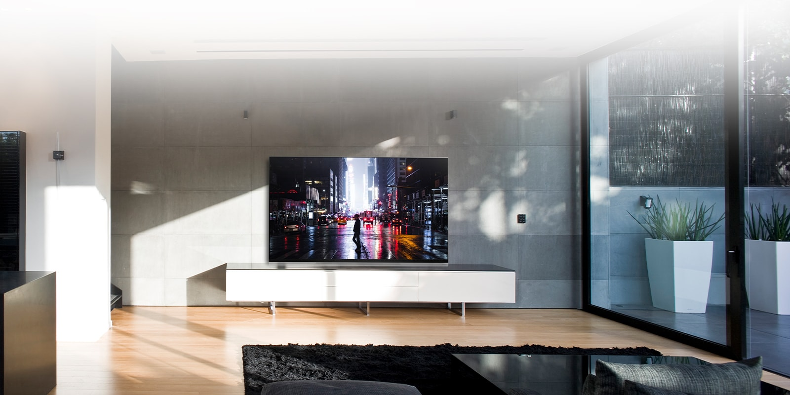 Enjoy High Quality images with LG OLED 4K TVs