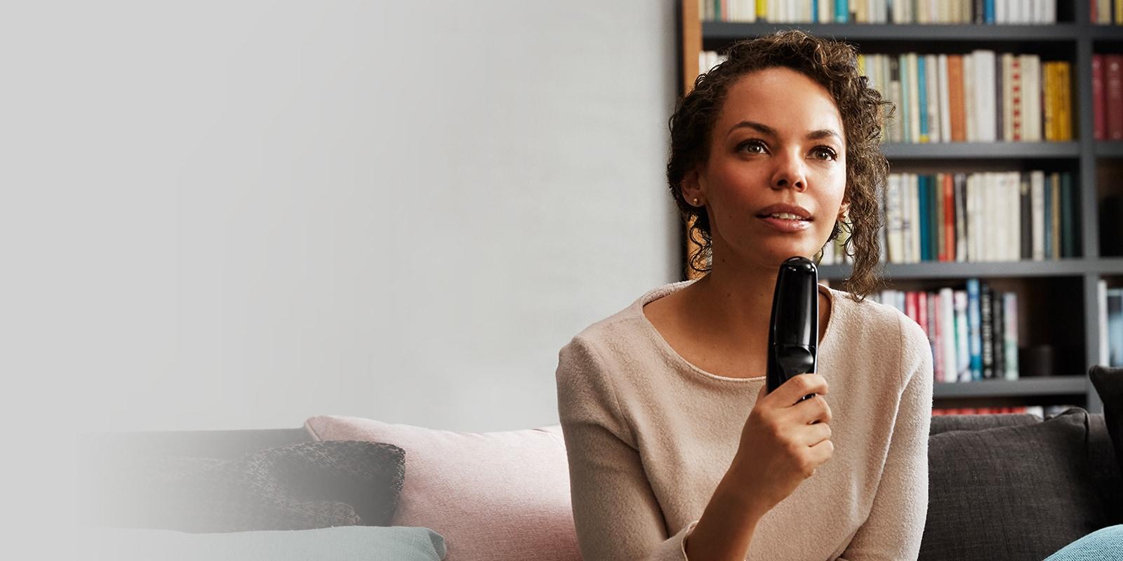 As LG TVs agora com Inteligência Artificial A tecnologia de Inteligência Artificial ThinQ AI da LG compreende seus comandos de voz, realizando pesquisas, acessando apps, navegando pela internet, etc. Facilitando ainda mais sua experiência de assistir TV.