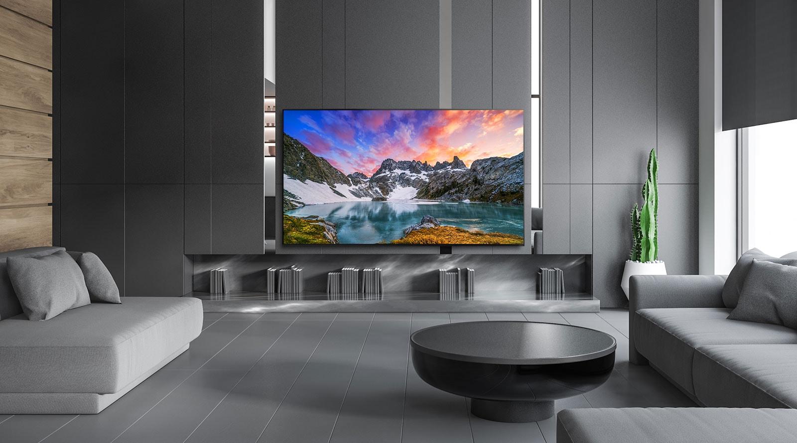A TV mostra uma linda paisagem da natureza em um ambiente luxuoso