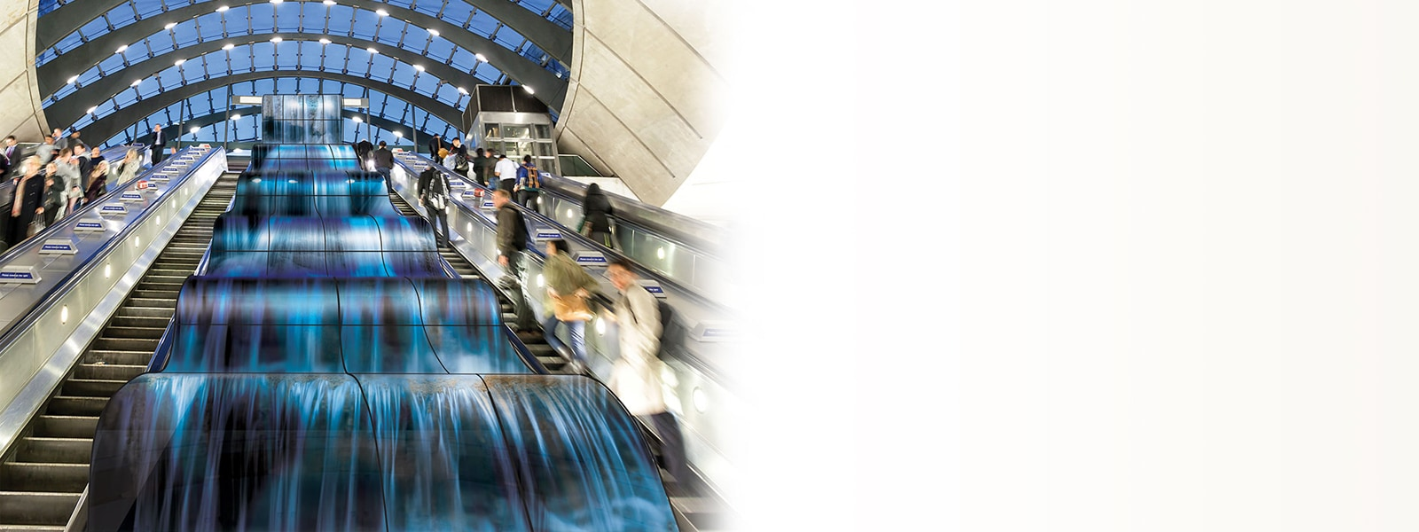 Lifestyle_55EF5E_Airport_Waterfall_bright-D-v6