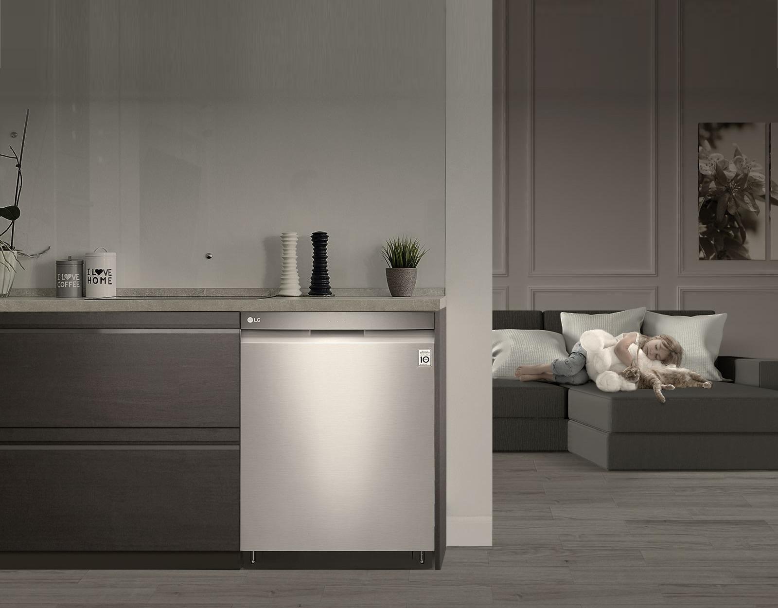 Lave-vaisselle LG avec QuadWash et 3e panier ajustable en hauteur