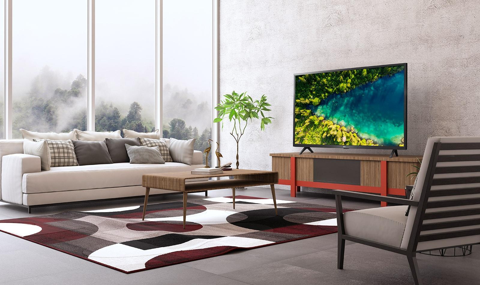 Un televisor que muestra un río que fluye en el denso bosque de Top View desde una casa moderna y sencilla.