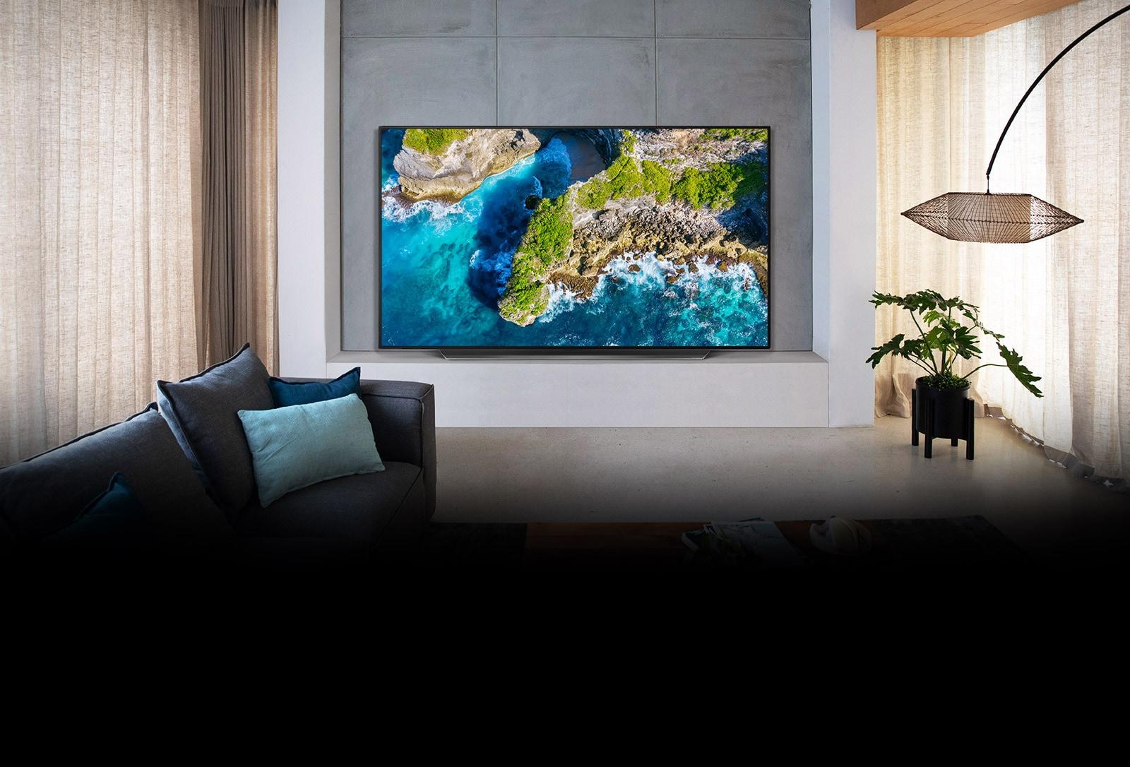 TV vluxusní rezidenci zobrazující letecký pohled na přírodu