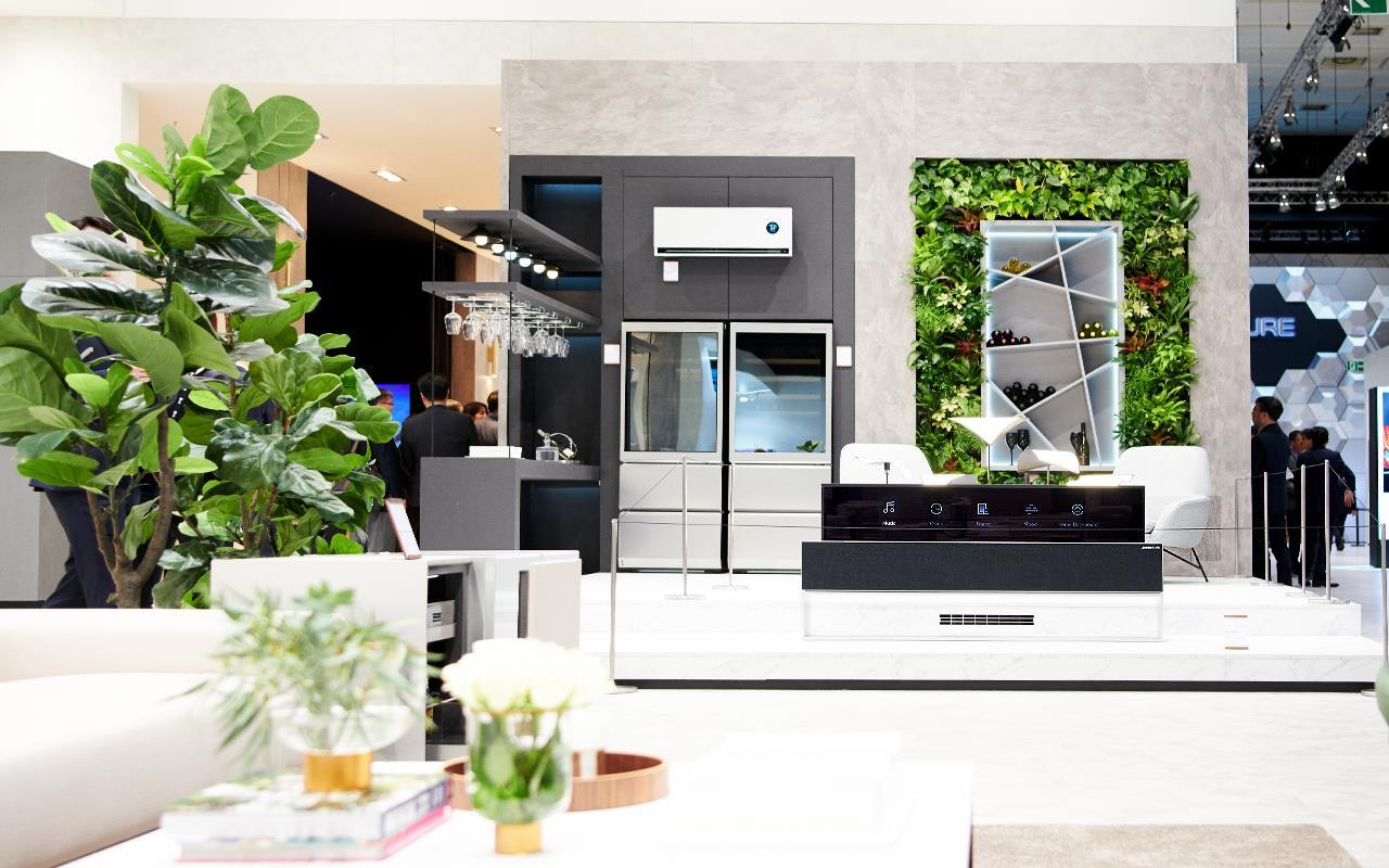 The LG ThinQ Home has been designed around the idea of redefining living spaces, and creating an area that can cater to all your needs | More at LG MAGAZINE