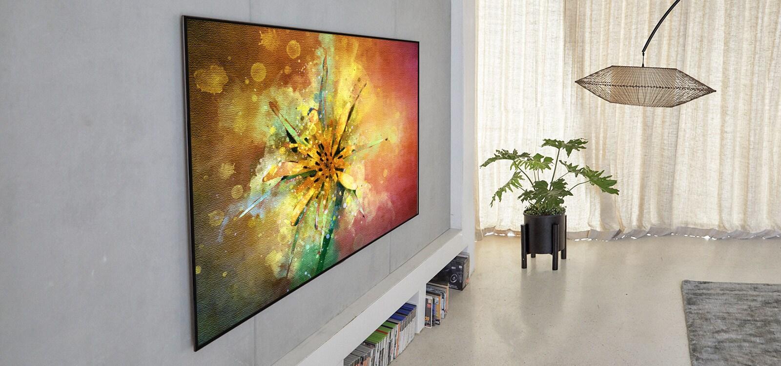 Salón con un televisor que muestra un cuadro de una flor