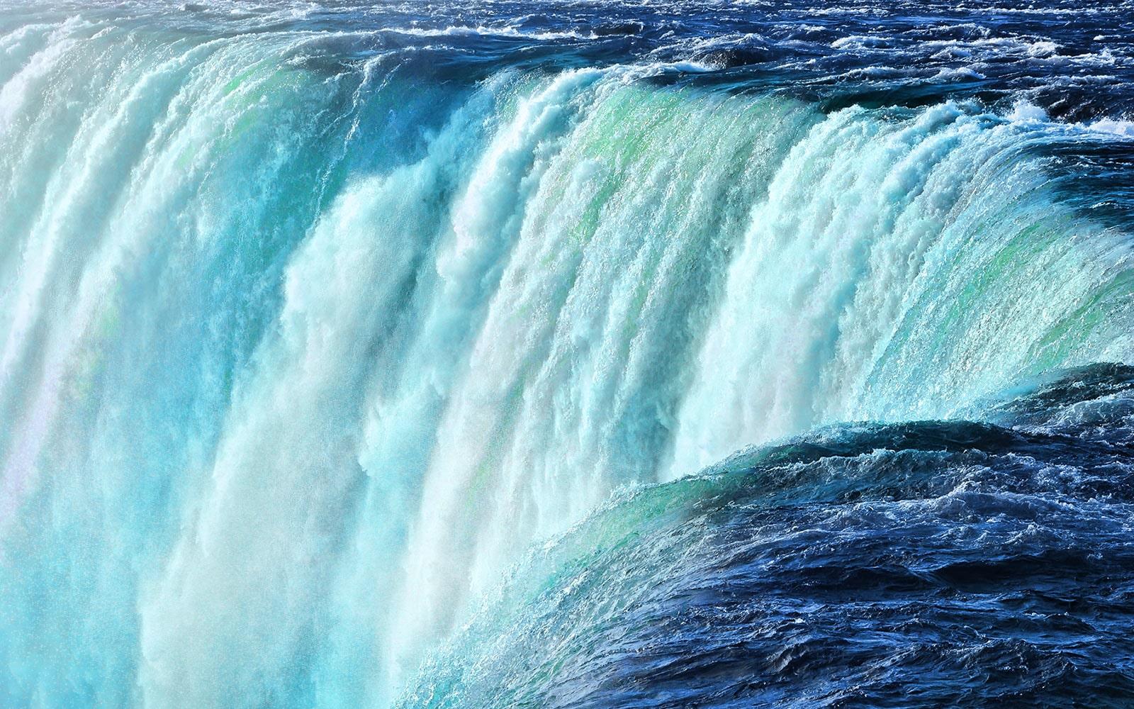 Une chute d'eau qui vous plonge dans le surround