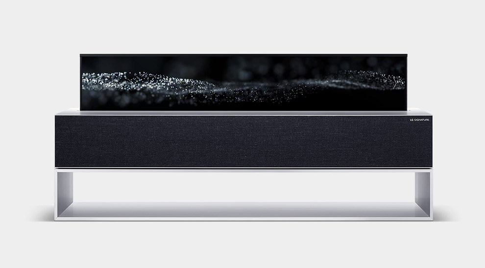 LG SIGNATURE Раскладной экран OLED-телевизора отображает изображения маленьких капель дождя.