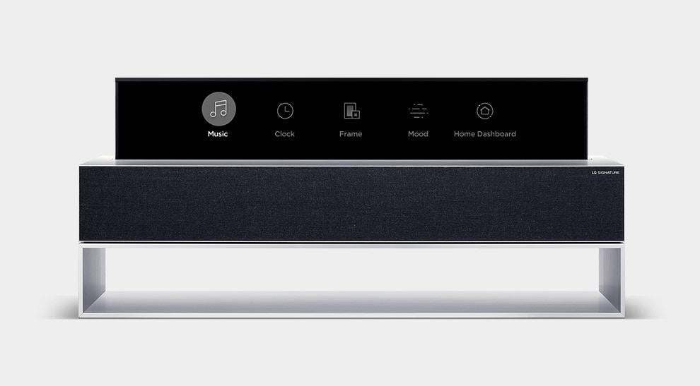 LG SIGNATURE Сворачиваемый OLED-телевизор отображает значки: Музыка, Часы, Рамка, Настроение и Панель ThinQ Home.