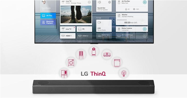 Η τηλεόραση βρίσκεται στον τοίχο. Το LG Soundbar βρίσκεται κάτω από την τηλεόραση. Το λογότυπο LG ThinQ και τα εικονίδια των συσκευών φαίνονται ανάμεσα στην τηλεόραση & το LG Soundbar.