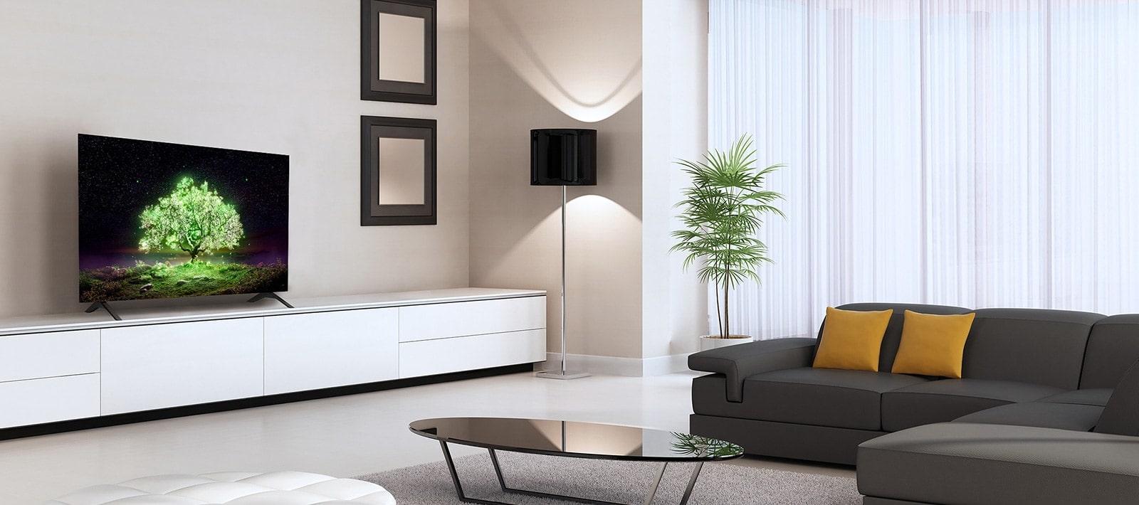 一台 OLED 電視 A1 系列放置在一間迷人的客廳。 電視螢幕上顯示一張明亮發光的綠樹圖像。