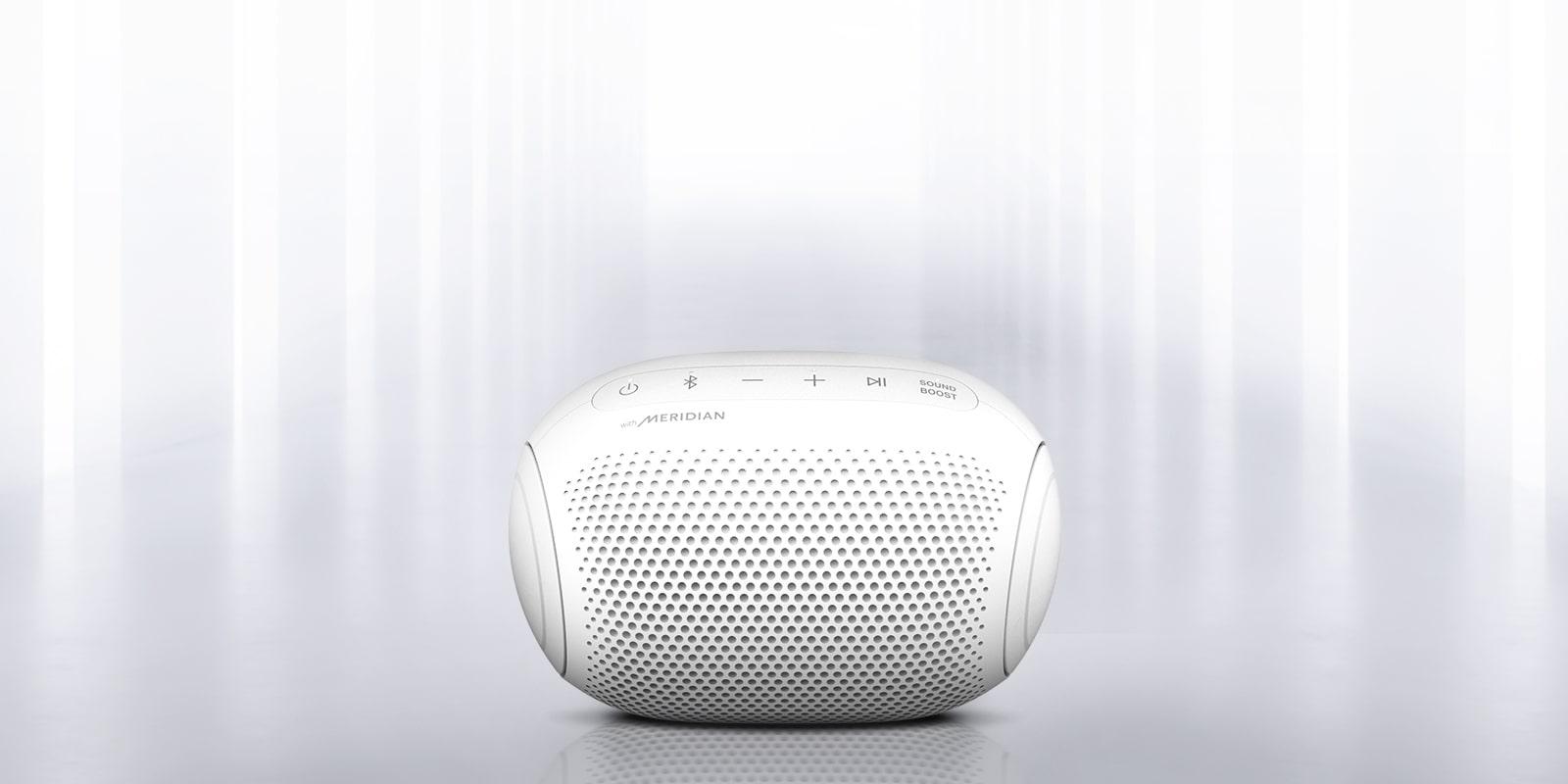 Vidljivo je svjetlo koje sjaji iz okruženja i s prednje strane zvučnika XBOOM Go na svakom kraju.