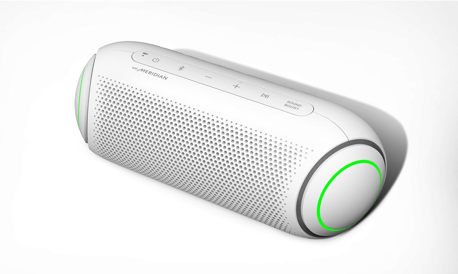 Na bijeloj se pozadini nalazi dijagonalni prikaz odozgo prema dolje prednje strane zvučnika LG XBOOM Go sa zelenim osvjetljenjem.