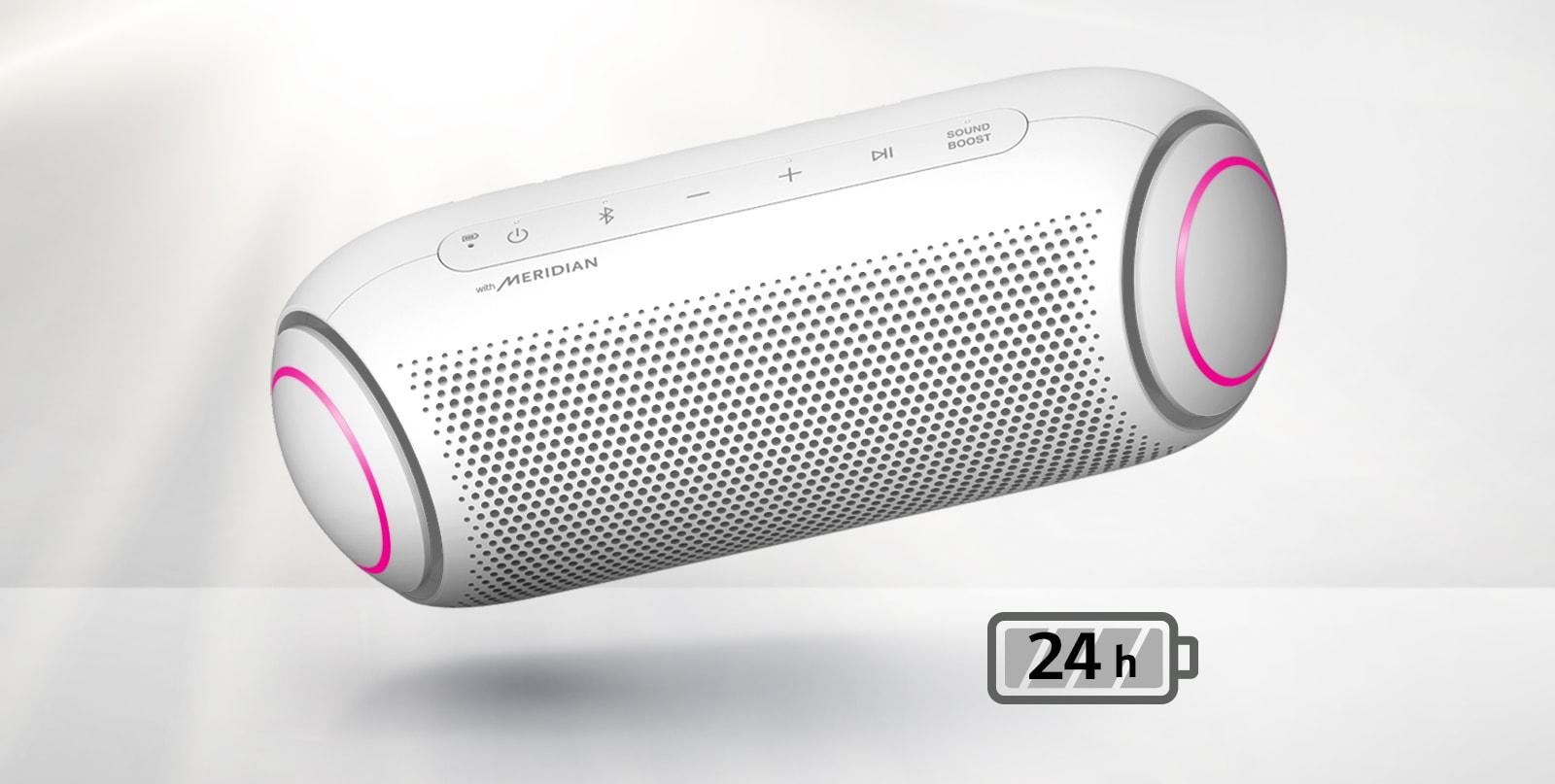 LG XBOOM Go nagnut je ulijevo i lebdi u zraku. Boja osvjetljenja zvučnika za duboke tonove je magenta.
