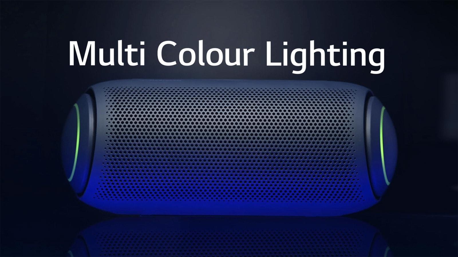 Pogled od spredaj na zvočnike XBOOM Go z večbarvno globoko osvetlitvijo zvočnikov na temnem ozadju