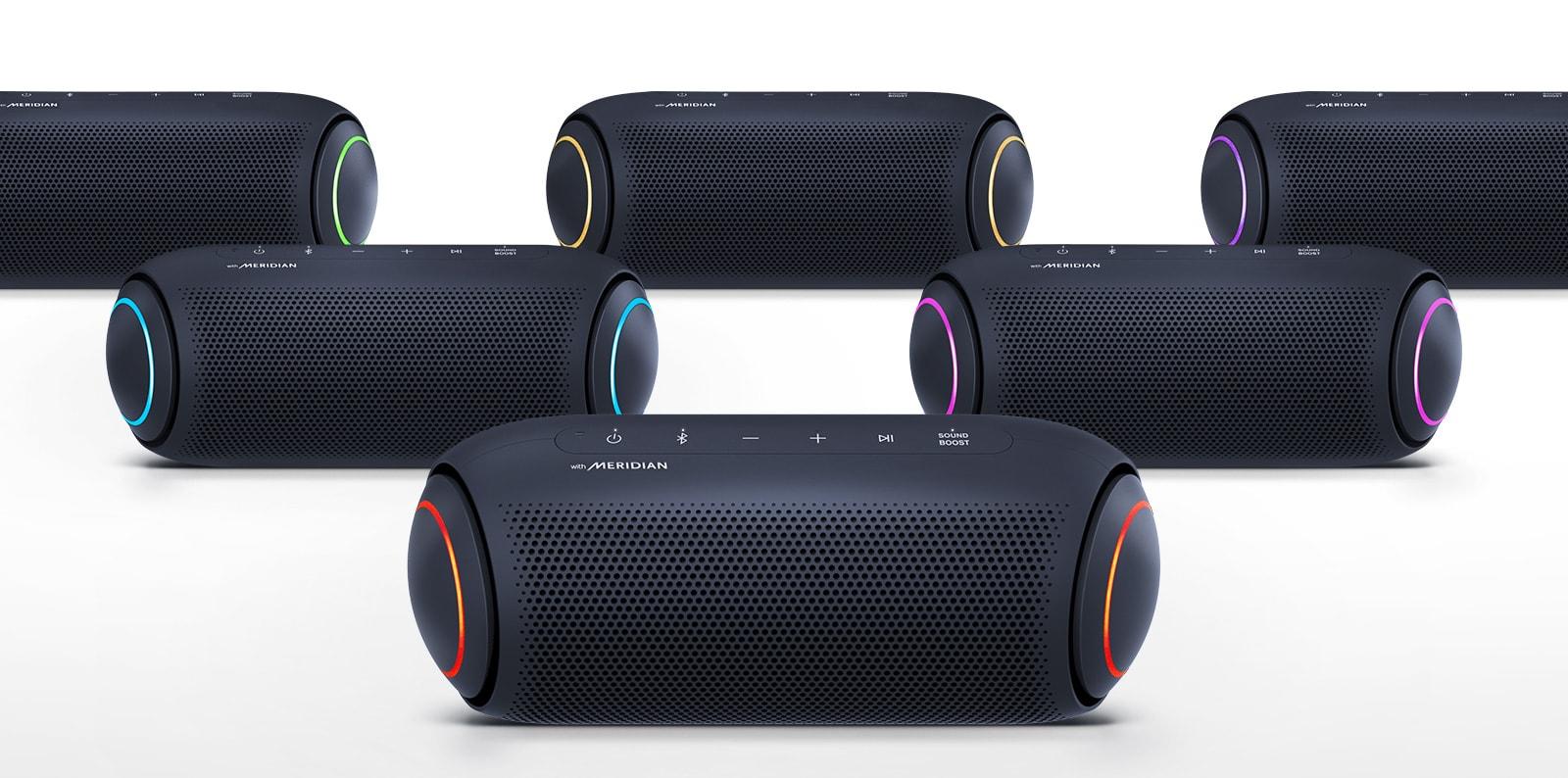 Na belem ozadju pet zvočnikov XBOOM Go prikazuje lučke v različnih barvah.