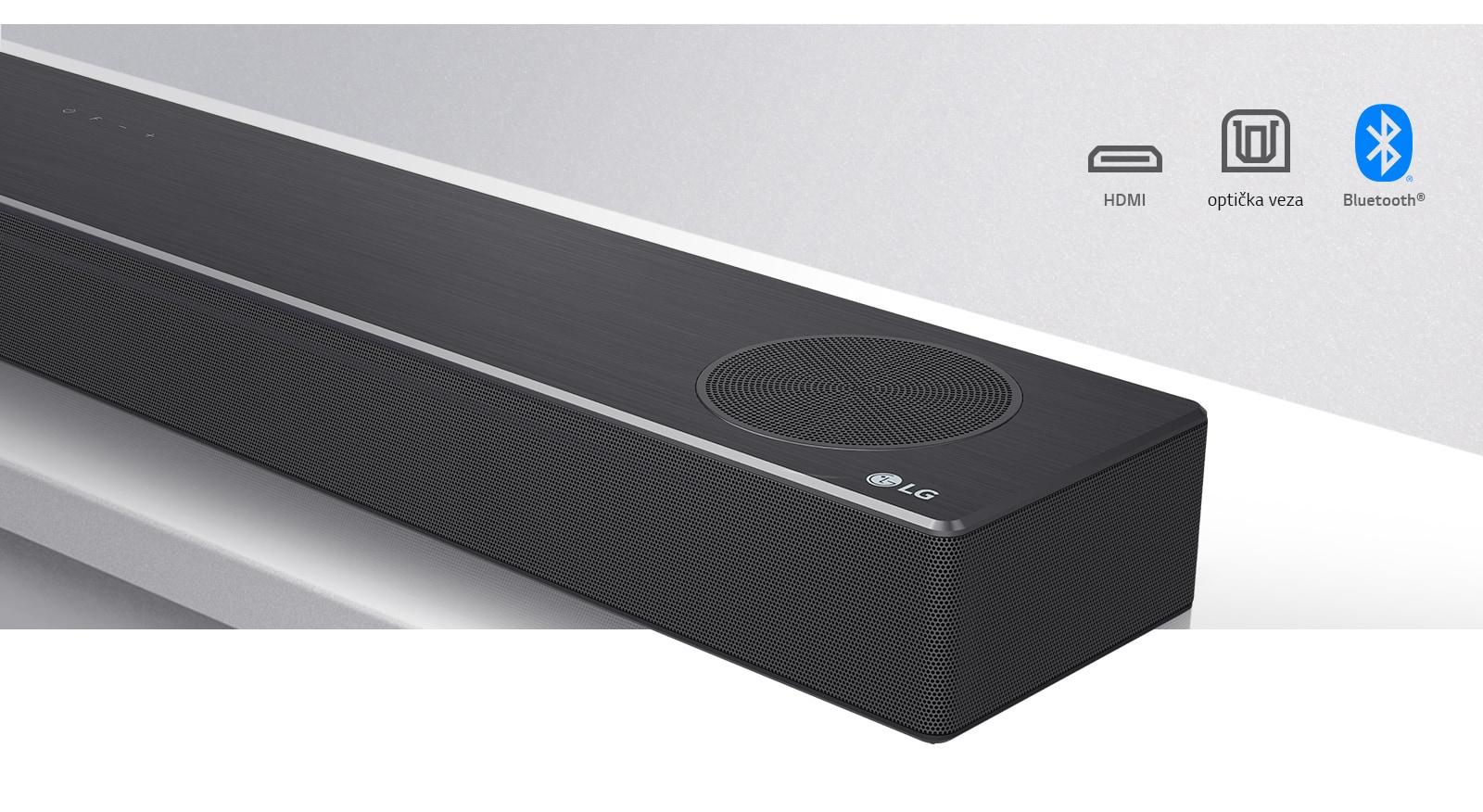 Pogled od blizu na desno stran zvočne vrstice LG z logotipom LG v spodnjem desnem kotu. Ikone povezljivosti so prikazane nad izdelkom.