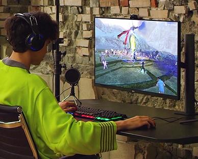 Scena igrača videoigara Memedia s ergonomskim stalkom