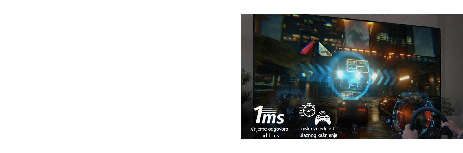 Pogled od blizu, igralec, ki ima dirkalno kolo, med igranjem dirkaške video igre na TV zaslonu