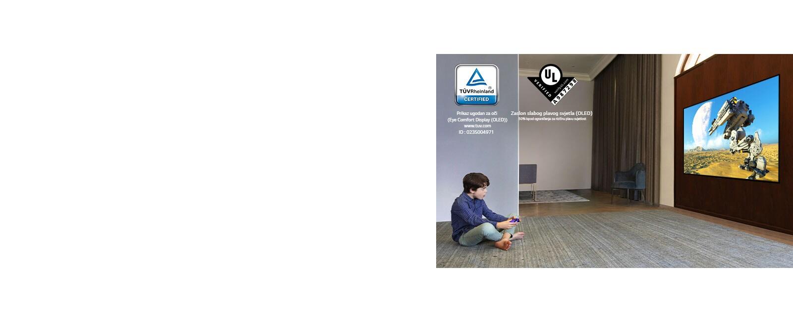 Otrok, ki sedi na tleh, drži krmilno palčko in igra video igrico na TV zaslonu
