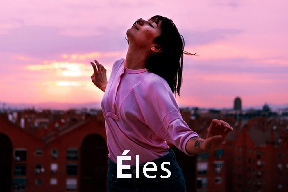 """Egy táncoló lány képe """"Éles"""" címmel"""