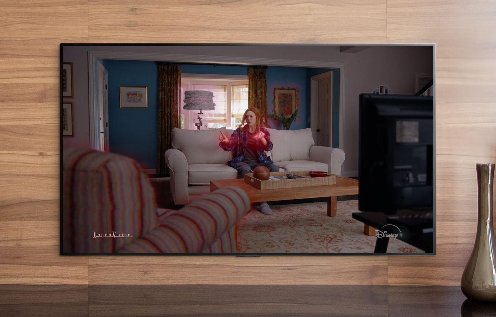 מסך טלוויזיה מציג טריילר של וונדה-ויז'ן של מארוול ב-+Disney (הפעילו את הסרטון)