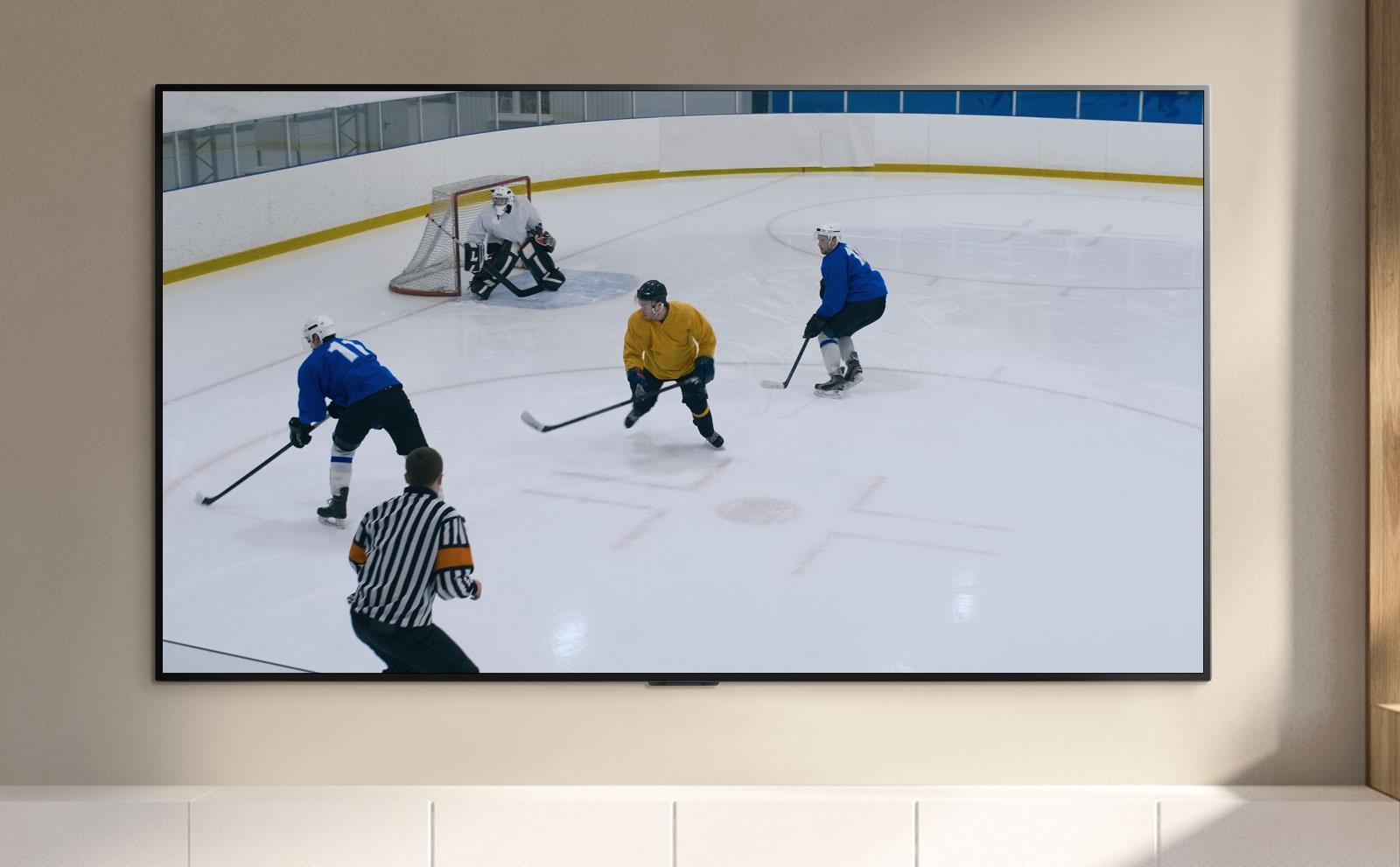 מסך טלוויזיה המציג שחקני הוקי משחקים הוקי (הפעילו את הסרטון)