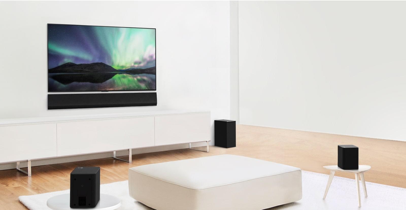 Anteprima del video che mostra la soundbar LG con configurazione a 3.1 canali in un soggiorno bianco.