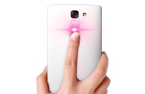 Кнопка управления на крышке смартфона