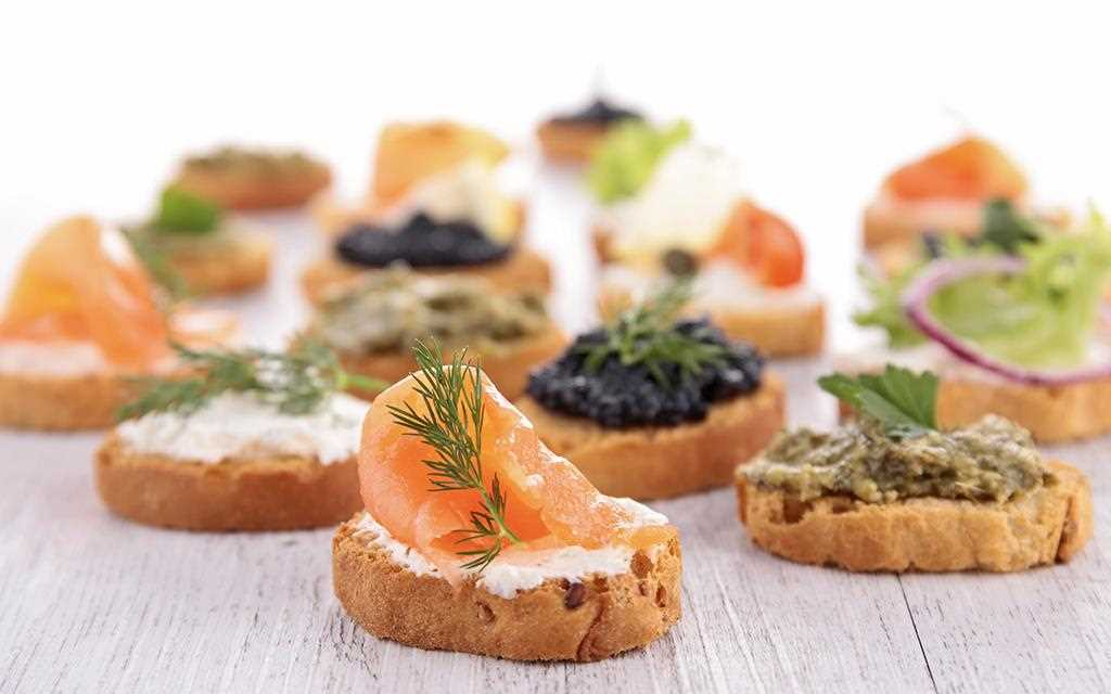Bruschetta with toppings on the dish which can be stored freshly in LG InstaView Door-in-Door™ refrigerator.