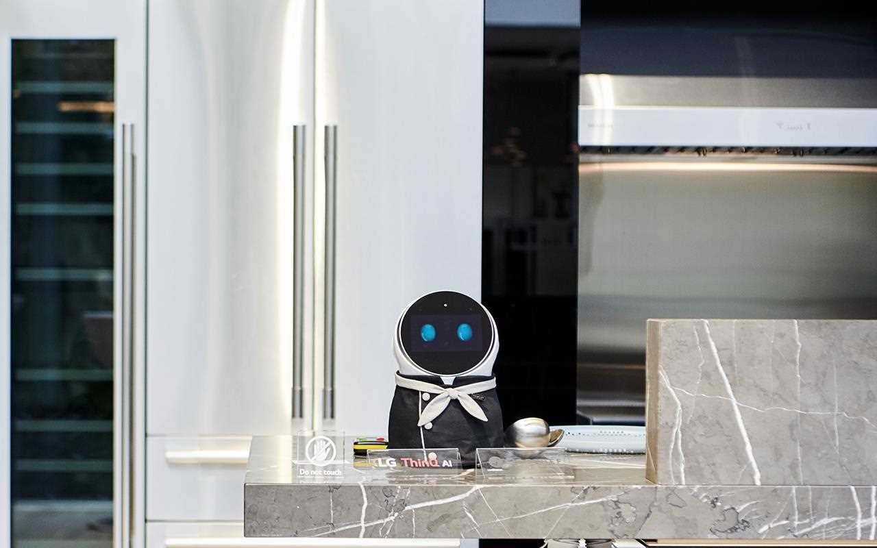 CLOi Homebot is in chef mode - and was a feature in some large Korean bakeries this year assisting customers | More at LG Magazine