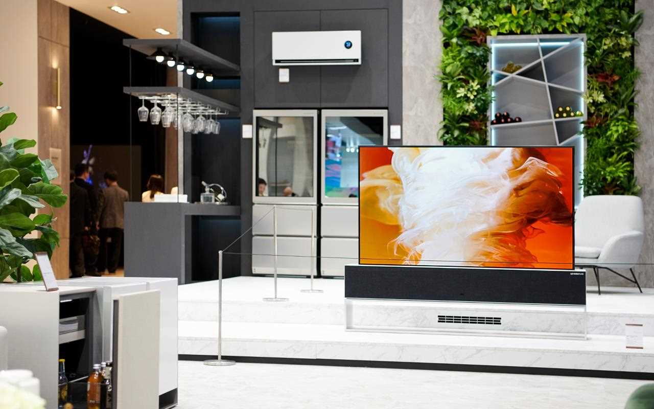 The LG SIGNATURE OLED TV R fits perfectly into LG's ThinQ Home at IFA 2019, disappearing when not needed | More at LG MAGAZINE