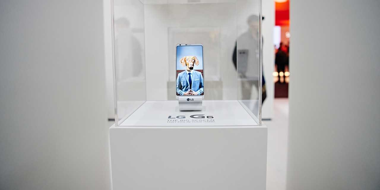 An image of new lg g6 at the exhbition zone at mwc 2017 barcelona