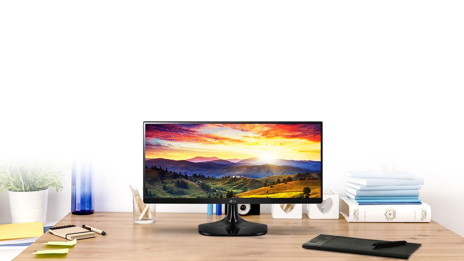 Monitor LG UltraWide 21:9 con panel IPS1