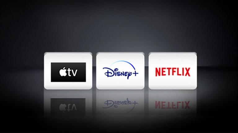 Het Apple TV-logo, het Disney+-logo en het Netflix-logo zijn gerangschikt op de zwarte achtergrond.