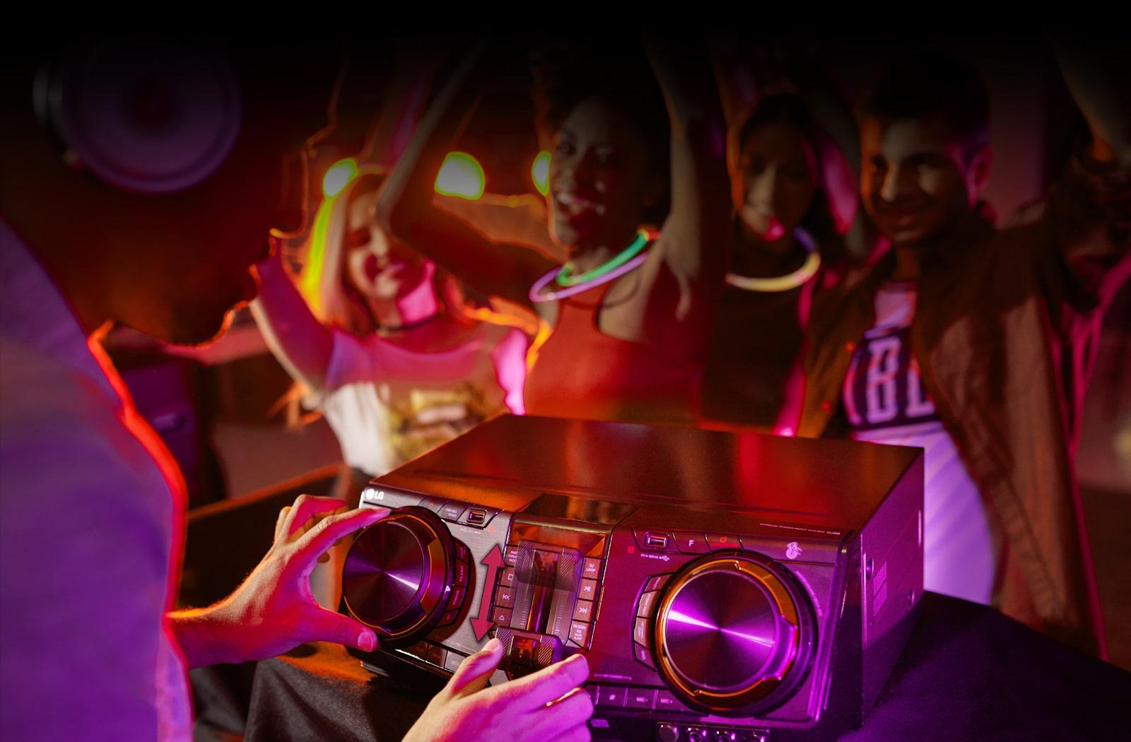 02_CJ98_Party Thruster_desk