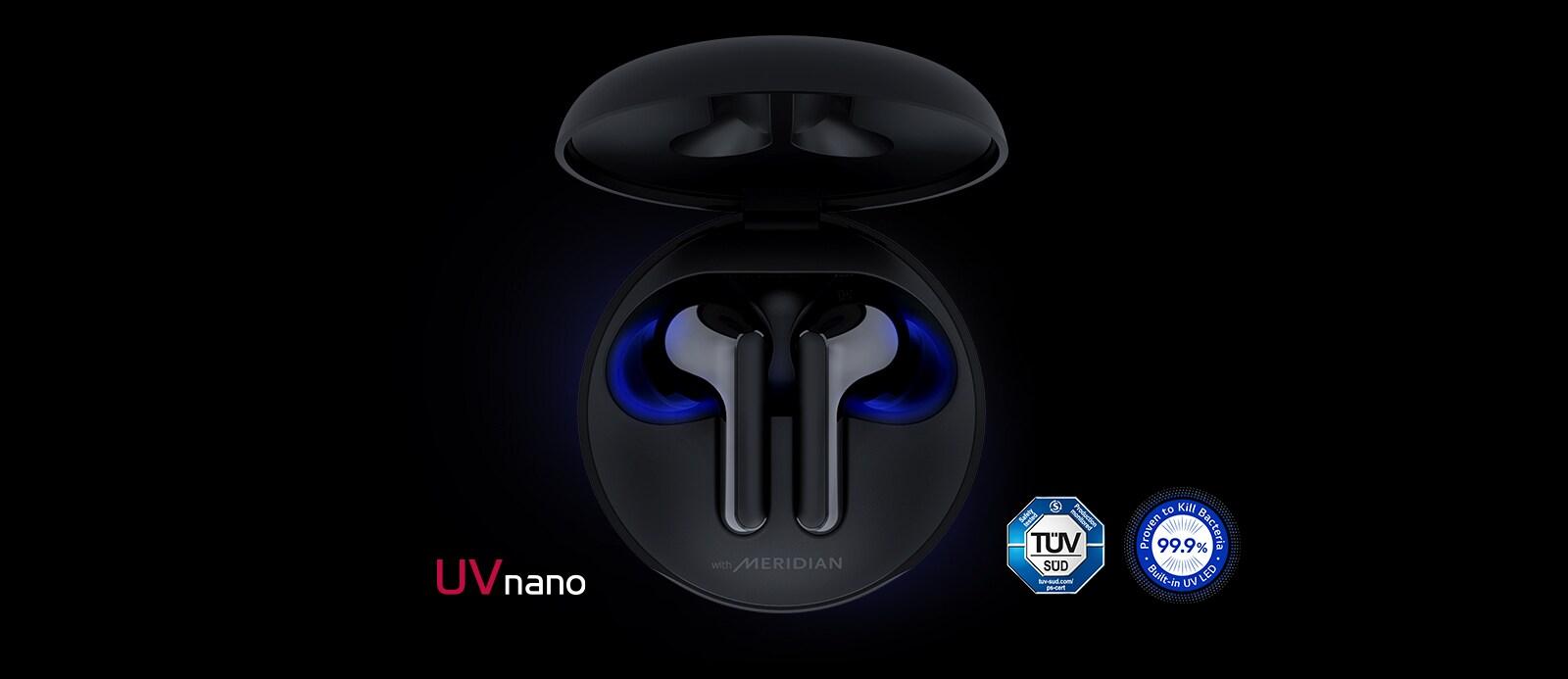 Imagen del cargador abierto y dentro están los audífonos con una iluminación azul que brilla para resaltar la función UVnano