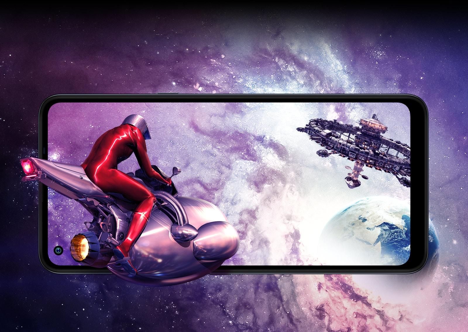 Mężczyzna w statku kosmicznym lecący do stacji kosmicznej