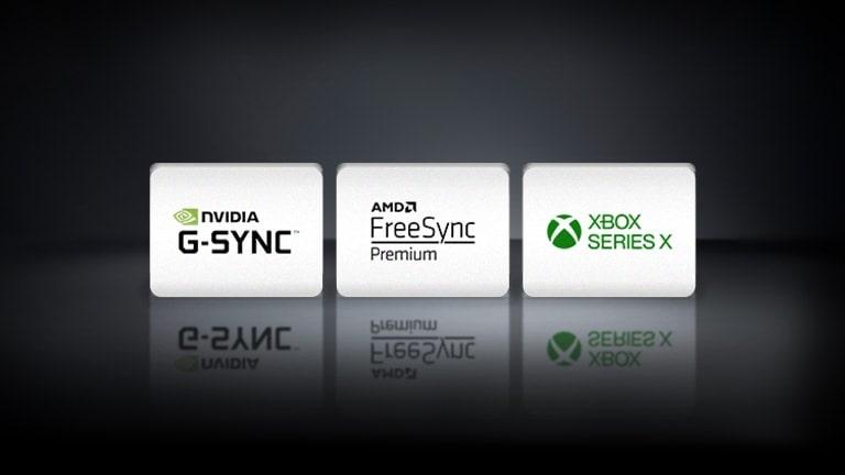 Logo NVIDIA G-SYNC, logo AMD FreeSync i logo XBOX SEREIS X ustawione w rzędzie na czarnym tle.
