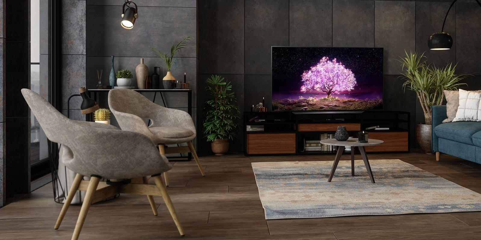 Telewizor przedstawiający drzewo emitujące fioletowe światło w luksusowo urządzonym domu