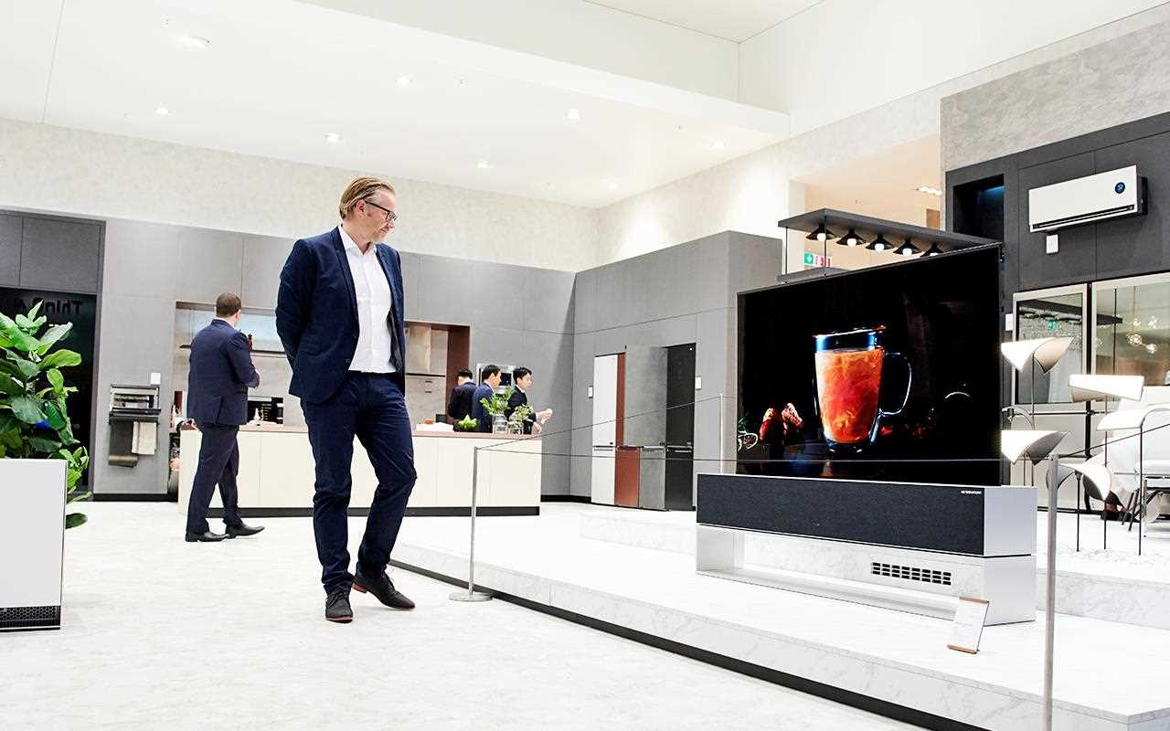 The LG SIGNATURE OLED TV R was on display at IFA 2019, showcasing stunning picture quality | More at LG MAGAZINE