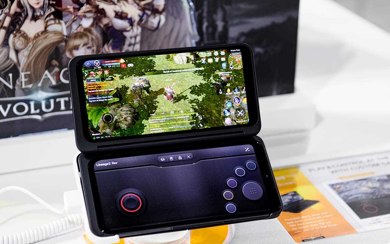 The gaming function on the G8X ThinQ is something else - with the second screen functioning as a controller | More at LG MAGAZINE