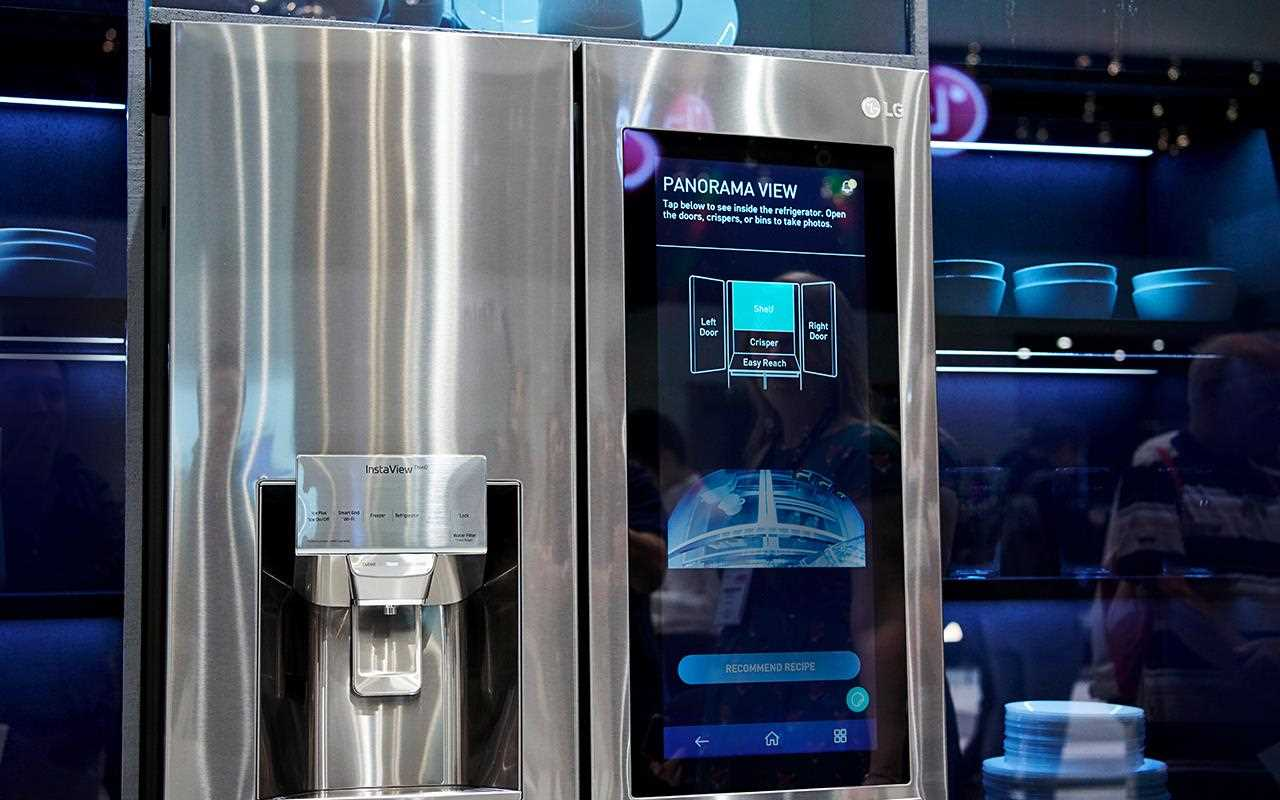 With the InstaView ThinQ Refrigerator, you can see what's inside without opening the door - saving energy and making sure you don't forget anything when you're at the supermarket | More at LG MAGAZINE
