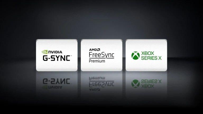 Горизонтально расположенные логотипы NVIDIA G-SYNC, AMD FreeSync и XBOX SEREIS X на черном фоне.