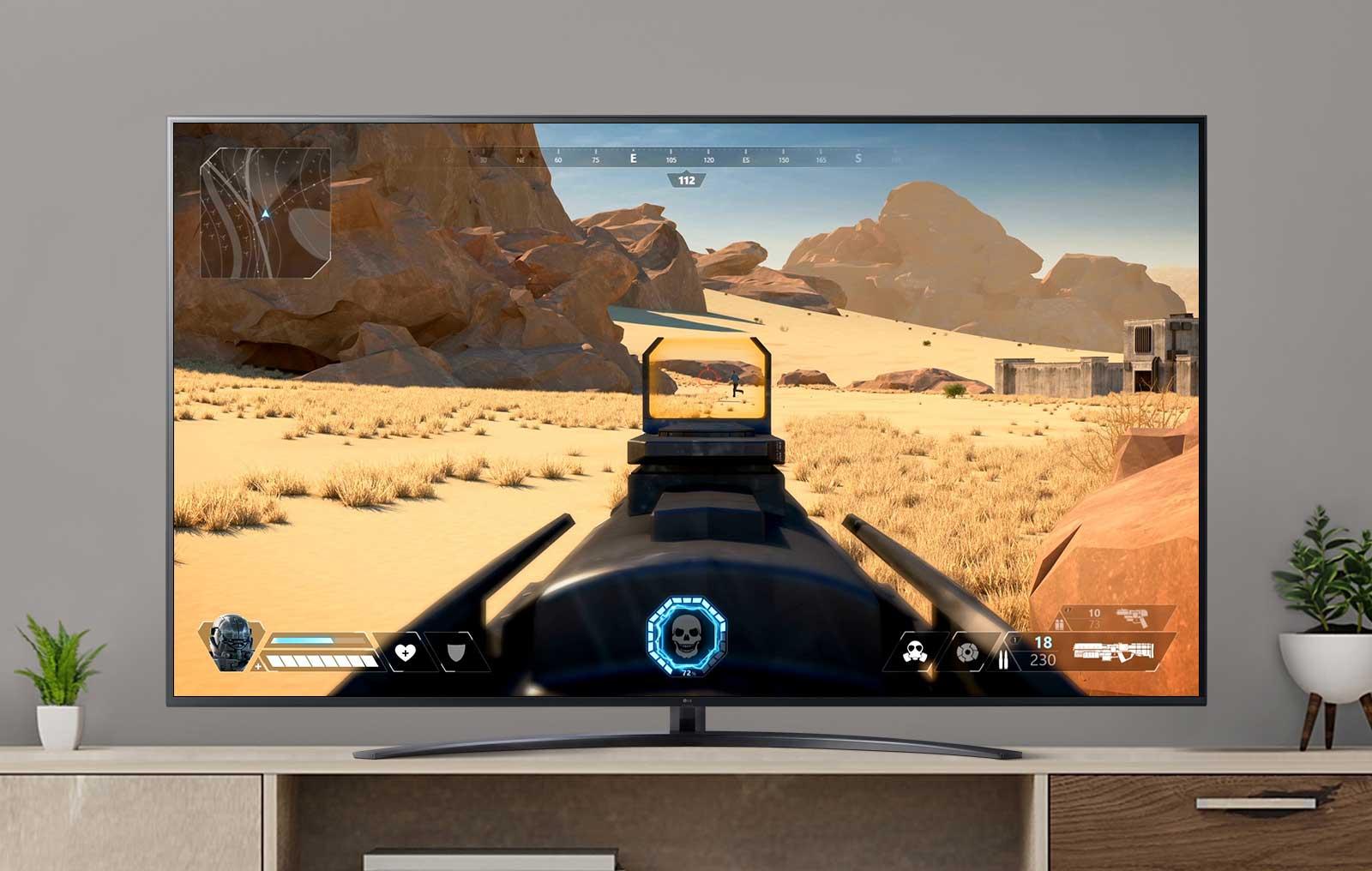 Экран телевизора с шутером от первого лица с игроком, стреляющим во врага. (просмотр видео)