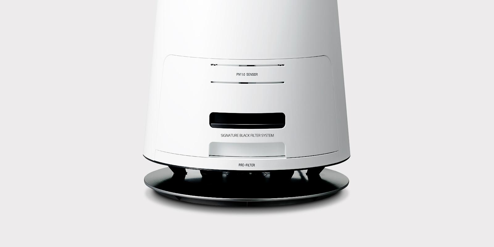 Нижня частина очищувача повітря LG SIGNATURE з чорним фільтром, приєднаним до унікальній системі фільтрації.