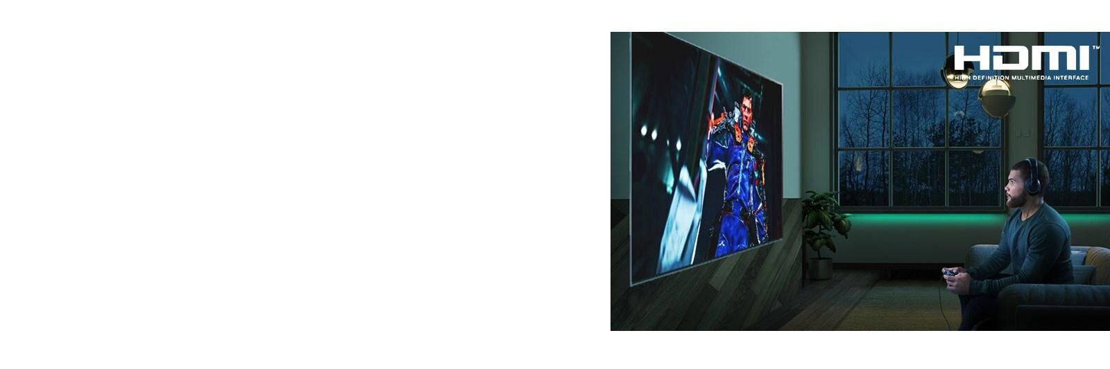 شاشة تلفزيون يظهر عليها رجل جالس على أريكة ممسكا بعصا التحكم أثناء لعبة آر بي جي