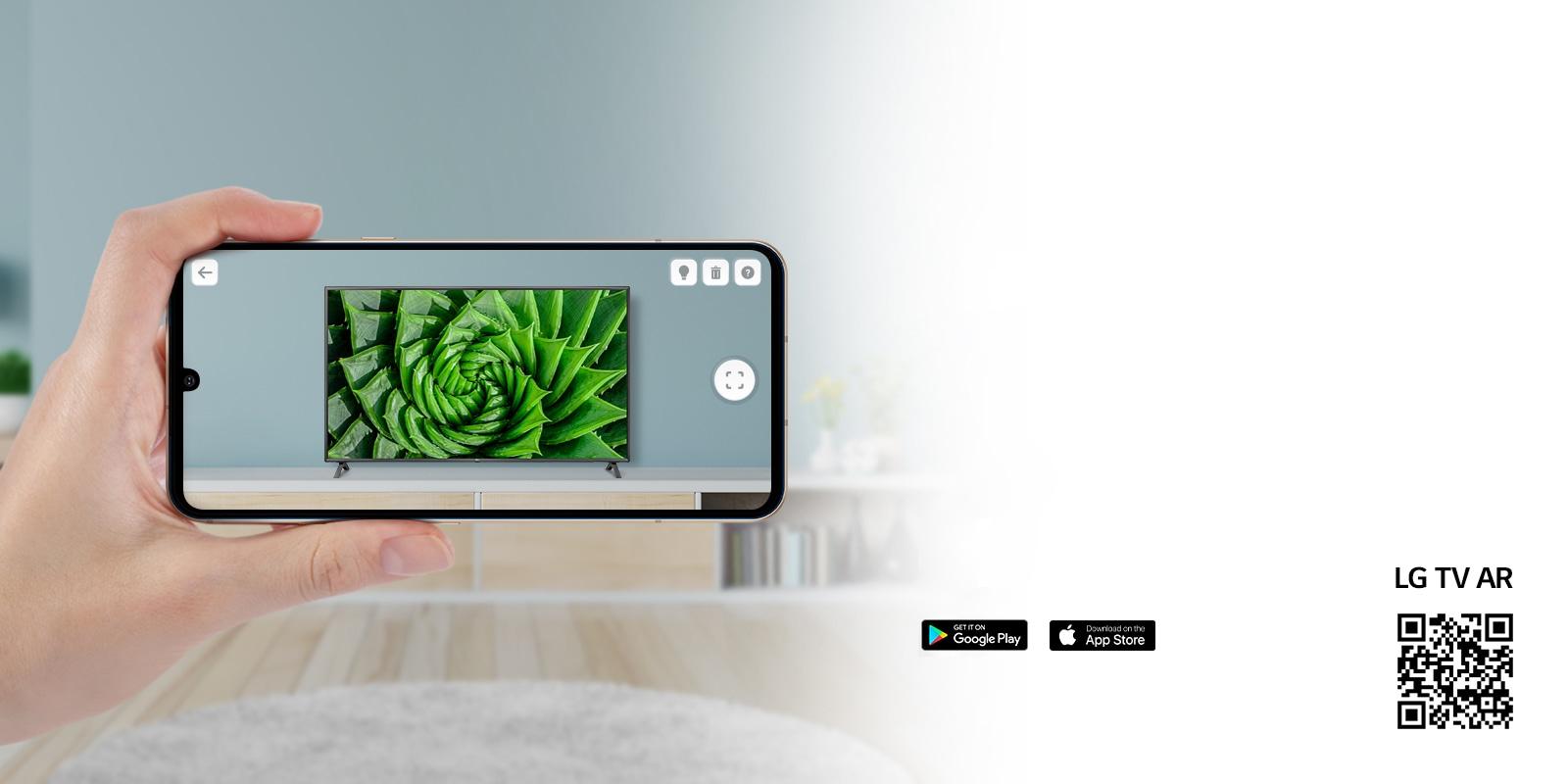 Telefonda LG TV AR uygulamasını veya LG TV AR uygulamasına bağlanan QR kodunu kullanan kişi (http://www.lgtvism.com/lgtvar)