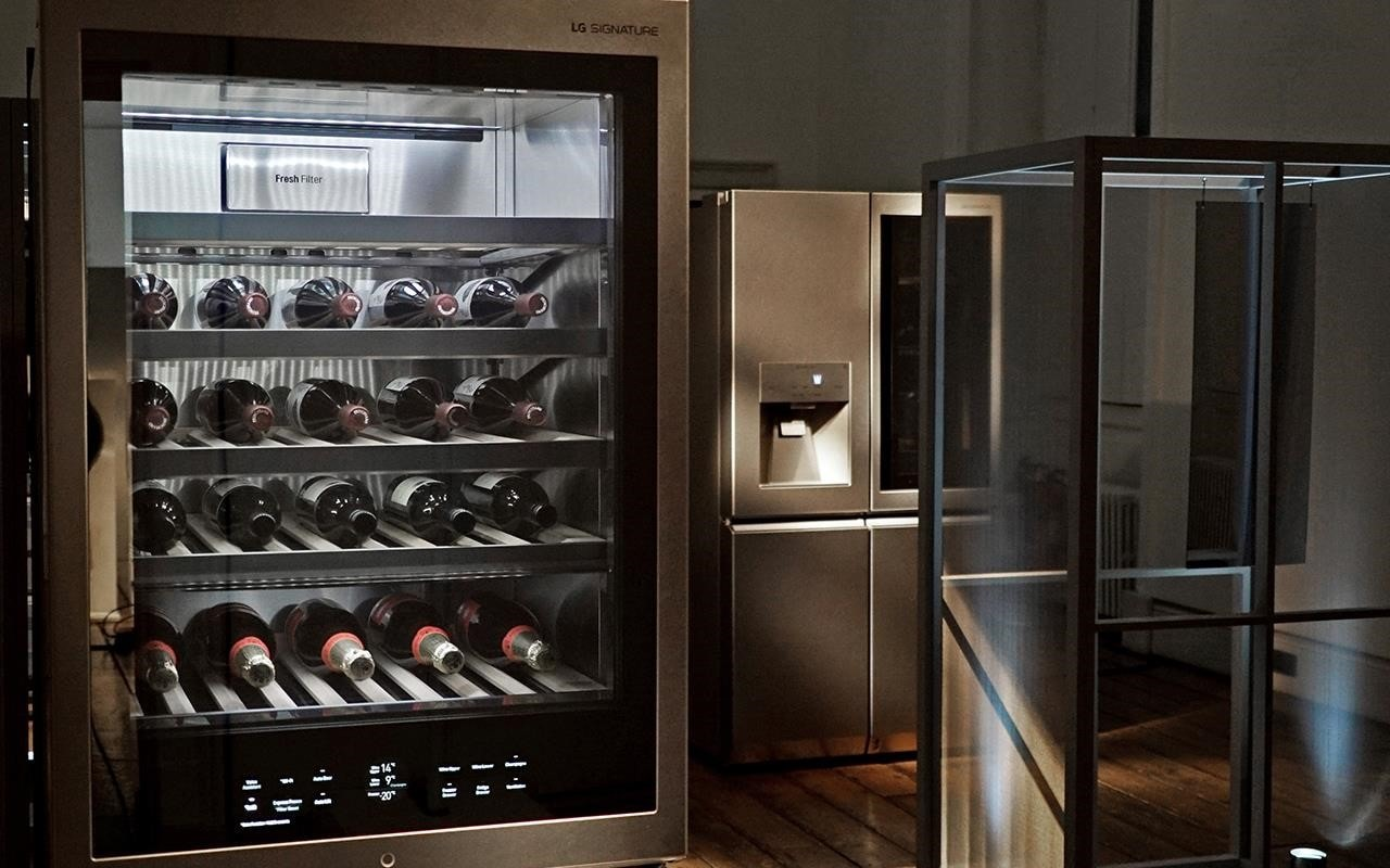 The LG SIGNATURE Wine Cellar is as stunning as it is innovative, keeping your wine at the perfect temperature so it's always drinkable | More at LG MAGAZINE
