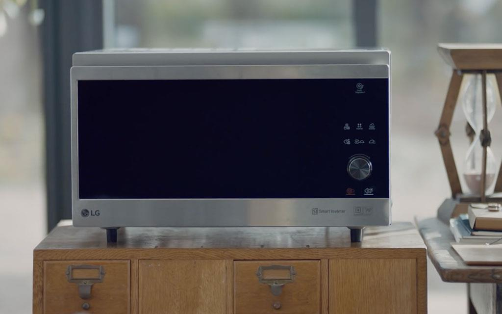 A front view of LG NeoChef microwave