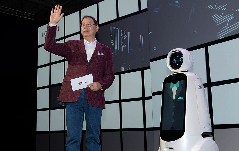 LG Electronics CEO Jo Seong Jin expresses his firm belief that advances in AI are key to presenting new possibilities for a better life in opening keynote address at IFA 2018 standing beside LG cloi robot